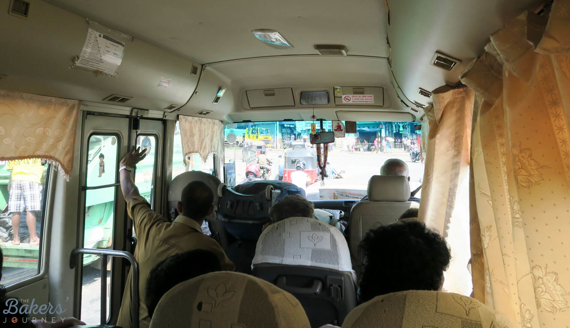 How to get from Kandy to Dambulla by Air-conditioned Bus